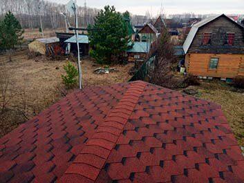 Крыша с мягкой гибкой черепицей на дачном домике Пенза