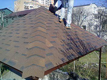 Монтаж битумной черепицы на крышу беседки Пенза, услуги бригады кровельщиков
